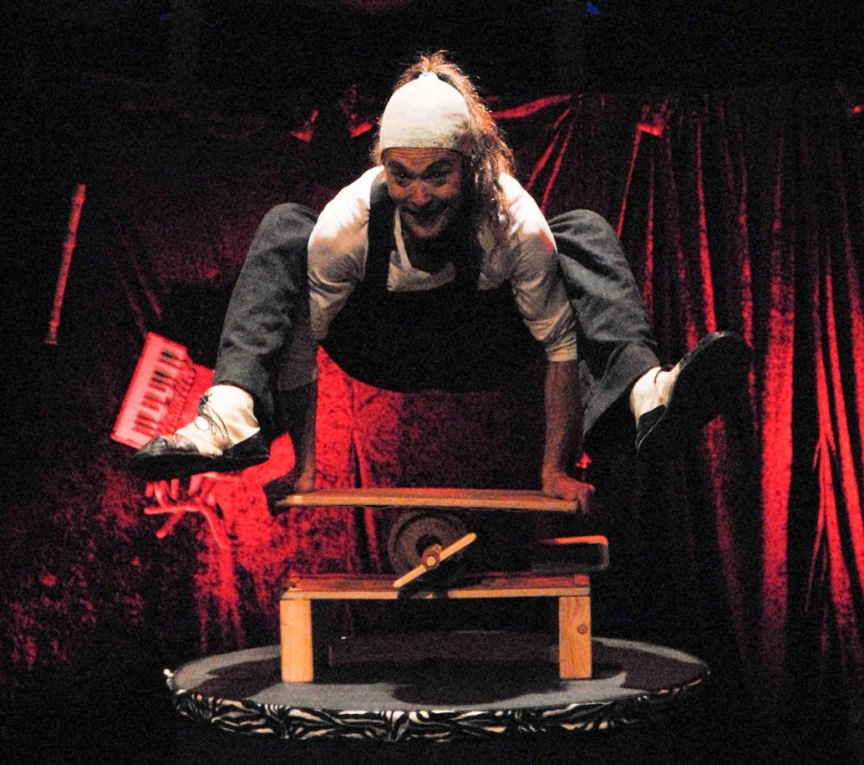KUNOS Circus Theater ve Theater Salute Bizimleydi
